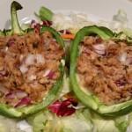 Koolhydraatarme gevulde paprika met tonijn en rode ui