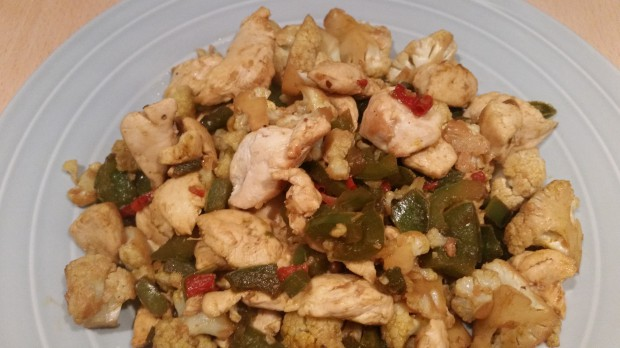 koolhydraatarme recept voor roerbak kip met kerriegroenten