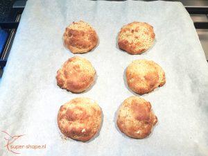 Koolhydraatarme broodjes bakken