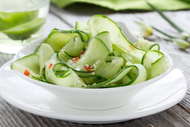Koolhydraatarme komkommersalade