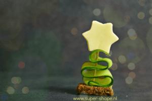 Koolhydraatarm hapje kerstboompje van komkommer